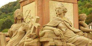 Godin van het Standbeeld van Minerva op de Oude Brug Stock Foto's