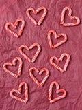 Godis Cane Hearts på silkespapperpapper Royaltyfri Foto