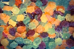 Godis färgrikt som strilas med pudrat socker lockigt Royaltyfri Fotografi