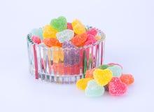 Godisar göra gelé av godisar i den glass bunken på en bakgrund Royaltyfri Fotografi
