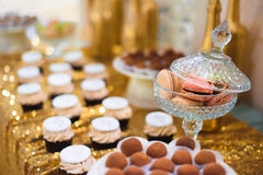 godisstång med macarons Royaltyfria Bilder