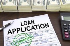 Godkända lånansökningsblankett- och dollarräkningar Arkivbild