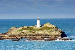 """Godrevy-Leuchtturm war errichtetes im Jahre 1858 †""""1859 auf Godrevy-Insel in St. Ives Bay, Cornwall Ungefähr 300 Meter 980 ft s Lizenzfreie Stockfotografie"""