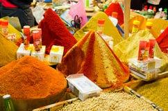 Gods på marknaden i Taroudant, Marocko Royaltyfria Bilder