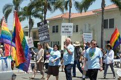 Godsdienst bij de Lange Lesbische en Vrolijke Parade van het Strand Stock Afbeeldingen