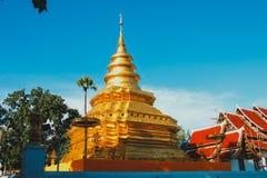 Godsdienst in Thailand Gouden Tempel van Boedha Place voor het Bidden Boeddhisme Godsdienstig symbool Reis royalty-vrije stock foto