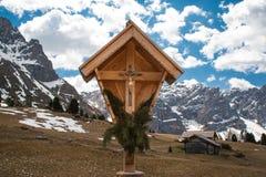 Godsdienstig heiligdom in de Dolomietbergen in noordelijk Italië Stock Afbeeldingen