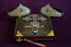 Godsdienstige elementen voor een ceremonie van het kerkhuwelijk in Orthodoxe godsdienst royalty-vrije stock fotografie