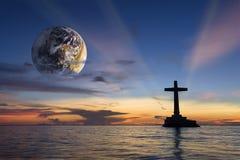Godsdienstige globale tropische zonsondergang Stock Foto's
