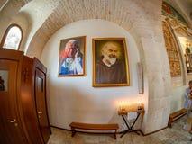 Godsdienstige heiligenschilderijen binnen Trulli-kerk, Alberobello royalty-vrije stock afbeeldingen