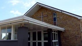 Godsdienstige kapel of rouwkamer voor de begrafenisdienst stock videobeelden