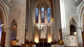 Godsdienstige kapel of rouwkamer voor de begrafenisdienst stock footage