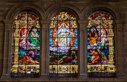 Godsdienstige scène van Beklimming van Jesus op gebrandschilderd glasvensters i royalty-vrije stock afbeeldingen
