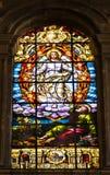 Godsdienstige scène van Beklimming van Jesus op gebrandschilderd glasvensters i Stock Afbeeldingen