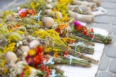 Godsdienstige vakantie in Orthodoxy, droge papaver, Lviv Ukreina 2017 stock foto's