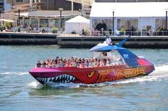 Godzilla che visita barca immagine stock libera da diritti