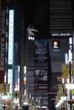 Godzilla på taket arkivfoton