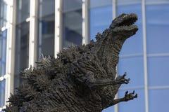 Godzilla staty i Hibiya arkivfoto