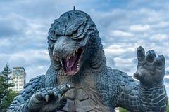 Godzilla staty i Roppongi arkivfoto