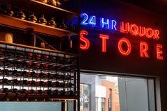 24 godzina alkoholu na pokazie przy barem Fotografia Royalty Free