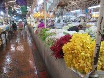 24 godzina kwiatu rynku w Bangkok Fotografia Royalty Free