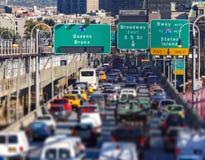 Godzina szczytu ruchu drogowego dżem na Williamsburg moscie w Brooklyn, Ne zdjęcia stock