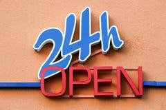 24 godziny otwierają znaka Obrazy Stock