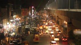 Godziny szczytu nocy ruch drogowy przy firozpur drogowym terenem Lahore zbiory