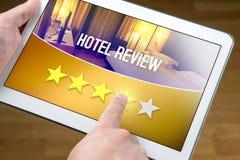 Goed hoteloverzicht Tevreden en gelukkige klant stock fotografie