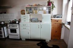 Jaren 50 Keuken : Jaren keuken retro fornuis stock images photos