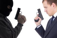Goed versus kwaad concept - terrorist en politiemens met kanonnen isolat royalty-vrije stock afbeelding