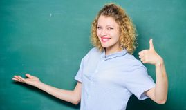 Goede leraarsmeester van vereenvoudiging De leraar verklaart hard onderwerp Belangrijke te herinneren informatie zich Beste leraa royalty-vrije stock afbeelding