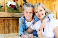 Goede relaties van ouder en kind Gelukkige ogenblikken samen royalty-vrije stock fotografie