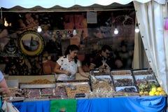 Goederen in een straatmarkt van Granada, Spanje 13 stock foto