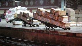 Goederen klaar voor vervoer stock videobeelden
