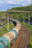 Goederentrein op spoorweg De Russische Spoorwegen is één van drie belangrijke spoorwegbedrijven in wereld Royalty-vrije Stock Afbeelding