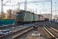 Goederentrein in Rusland Stock Foto