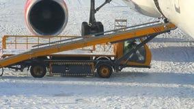 Goederenwagontransportband voor luchtvoertuig Kazan, Rusland stock footage