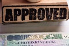 Goedgekeurde Zegel en Brits Visum royalty-vrije stock foto