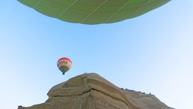 Goereme, Anatolië, Turkije, 3 Juli 2015: Ballon van Chinees t Stock Afbeeldingen