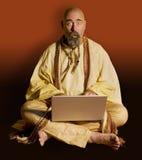 Goeroe wih een Laptop Computer royalty-vrije stock foto