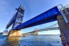 Goethals Brücke und Arthur Kill Vertical Lift Bridge Lizenzfreies Stockbild