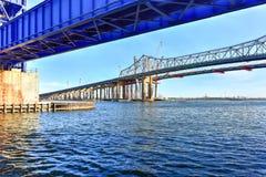 Goethalsbrug en Arthur Kill Vertical Lift Bridge Stock Foto's