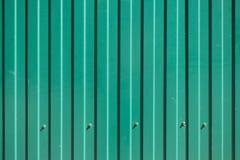 Goffered зеленым цветом текстура металла с головками винта Стоковая Фотография RF