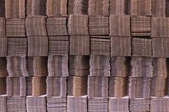 Gofruje karton wiążącego z białą plastikową arkaną Panwiowego papieru pojedyncza ściana panwiowy fiberboard Linerboard deska obrazy royalty free