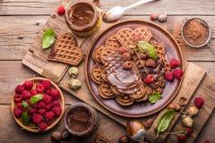 Gofry z czekoladowymi past malinkami Odgórny widok obraz royalty free