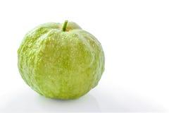 Goiaba orgânica fresca isolada em um fundo branco Fotos de Stock Royalty Free