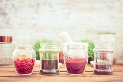 Goji, chia, aroina und spirulina (superfood) Stockbilder