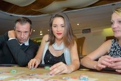 Gok in het casino royalty-vrije stock afbeeldingen