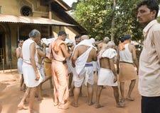 GOKARNA, ΙΝΔΙΑ - 9 ΜΑΡΤΊΟΥ 2013: αποτεφρώστε την τελετή σε Gokarna Unide στοκ εικόνα